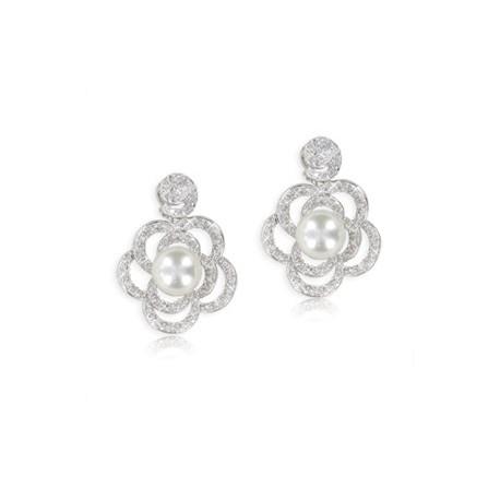 Pendientes de oro blanco en color cristal. Cortos. Con circonitas, perlas
