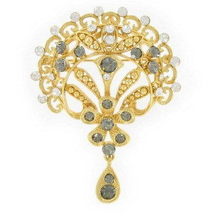 BROOCHES - PLATED: GOLD - IN COLOURS: GRAY, CRYSTAL