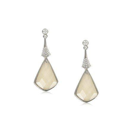 Pendientes de oro blanco en color blanco. Largos. Con piedra natural, cristales