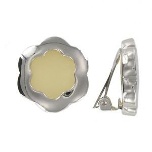Pendientes de oro blanco en color blanco. Cortos. Con adornos en resina