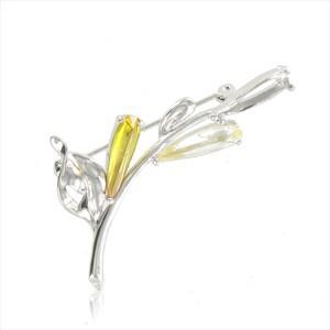 Broche de oro blanco en colores cristal, amarillo. Mediano. Con circonitas